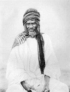 Samory Touré (ou Samori Touré), né vers 1830 à Miniambaladougou, dans l'actuelle Guinée, décédé le 2 juin 1900 au Gabon, fut le fondateur de l'empire Wassoulou et résista à la pénétration et à la colonisation française en Afrique de l'Ouest.