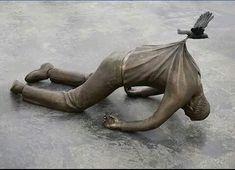 20 Gorgeous Gravity-Defying Sculptures That Will Make You Look Twice. Statues, Arte Peculiar, Defying Gravity, Bored Panda, Installation Art, Sculpting, Cool Art, Street Art, Lion Sculpture