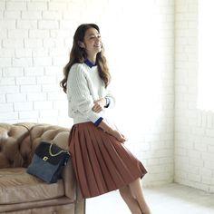 2way zip pullover ¥12,000 Check shirt<SACRA> ¥18,000 Fake leather pleated skirt<SACRA> ¥26,000 3way shoulder bag ¥17,000 Sneaker *Sample