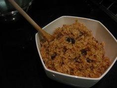 INGREDIENTES * 2 tazas de arroz * 6 cucharadas de azúcar * 1 coco grande * 1 taza de pasas * Sal y pimienta PREPARACIÓN Se r...