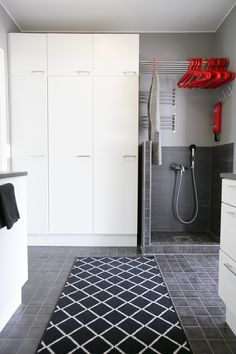 Laundry Storage, Laundry Room, Sauna, Big Houses, Mudroom, Living Room Designs, Bath Mat, Sweet Home, New Homes