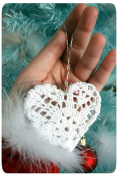 DIY vintage Christmas ornament. Super easy, you don't need to crochet.