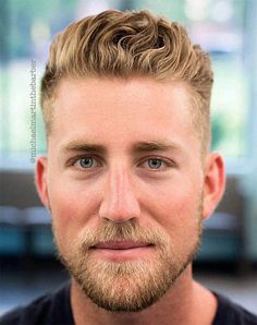 The slicked back hair trend is still going strong in 2017 with a few changes – a matte finish and the addition of texture. With wavy hair, all you need to do is add product. Mens Hairstyles 2018, Cool Hairstyles For Men, Men's Hairstyles, Classic Mens Hairstyles, Girls Short Haircuts, Haircuts For Men, Men's Haircuts, Clean Cut Haircut, Quiff Haircut