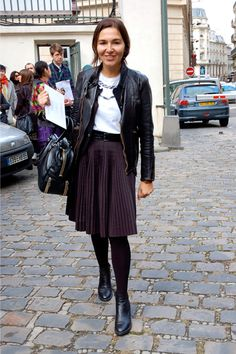 How to style a pleated knee length skirt #streetstyle #feminine #fashion
