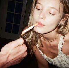 Women Smoking, Girl Smoking, Smoking Kills, Girls Smoking Cigarettes, Fotojournalismus, Cigarette Aesthetic, Teenage Dirtbag, Just Dream, Stoner Girl