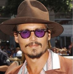 eee0a5be74 Johnny Depp in Moscot Lemtosh Tortoise (lenti viola) Johnny Depp