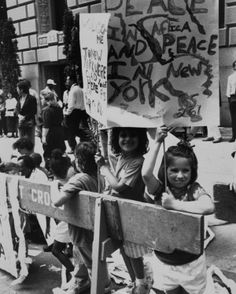 Ecstatic New Yorkers of all ages came out in hordes to greet the South African president, including these smiling young girls holding up signs calling for peace in South Africa.  Love my NYC!