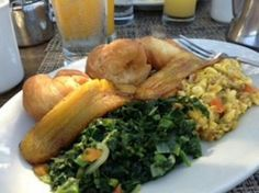 Jamaican breakfast: ackee & salt fish, calaloo, fried dumplings and fried ripe plantains. Jamaican Breakfast, Eat Breakfast, I Love Food, Good Food, Yummy Food, Breakfast Around The World, Ripe Plantain, Fried Dumplings, Indian Food Recipes