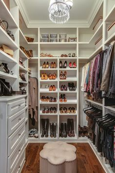 A selection of 14 walk in closet designs that are both elegant and charming. A selection of 14 walk in closet designs that are both elegant and charming. Small Walkin Closet, Small Master Closet, Master Closet Design, Walk In Closet Design, Master Bedroom Closet, Small Closets, Closet Designs, Small Walk In Closet Ideas, Walk In Closet Organization Ideas