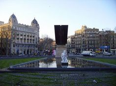 Located on the sea front of the Plaça Catalunya are the Goddess sculpture and monument dedicated to the president Francesc Macia. #Barcelona #Apartments