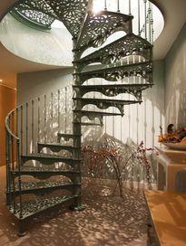 Gietijzeren trap naar in orangerie