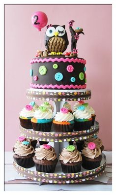DIY::Cute owl cake and cupcake tower