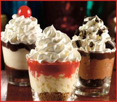 Desserts List In Spanish one Mini Desserts For Graduation Party; Dessert Recipes And Pictures until Mini Desserts For Dinner Party Mini Desserts, Fluff Desserts, Brownie Desserts, Shot Glass Desserts, Brownie Trifle, Small Desserts, Cheesecake Desserts, Easy Desserts, Cheesecake Shooters