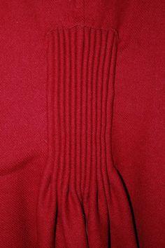 tył plisowania w sukience