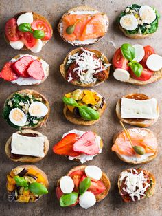 Quick Healthy Breakfast Ideas & Recipe for Busy Mornings Bruschetta plate by Alena Dziamyanka on open faced sandwiches for appetizers Quick Healthy Breakfast, Healthy Snacks, Healthy Recipes, Food Platters, Appetisers, Coffee Break, Food Inspiration, Love Food, Appetizer Recipes