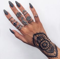 Silver rings Pinterest: @cartierarmani