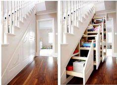 Rangement sous escaliers, bien pratiques (crédit Home Staging Virtuel)