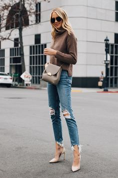 B frau mit madewell brown mock neck pullover paige riss skinny-jeans-nude-pumps Fashion Blogger Style, Boho Fashion, Womens Fashion, Fashion 2018, Fashion Blogs, Fashion Hats, Fashion Quotes, Petite Fashion, Cheap Fashion