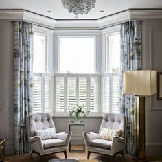 Trendy Living Room Layout With Bay Window Seat Bay Window Design, Bay Window Decor, Bay Window Living Room, New Living Room, Living Room Decor, Bay Window Curtains Living Room, Bay Window Shutters, Curtains For Bay Windows, Bay Window Seats