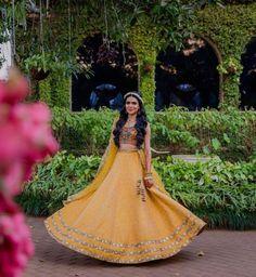 9) Look like a princess at your Mehendi function! Mehendi Outfits, Princess