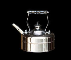 The Richmond Heritage No. 2 copper whistling tea kettle is hand-crafted in the heart of England and finished in a magnificent mirror chrome plating. Get your very own piece of English heritage. Buy your Richmond Kettle today.