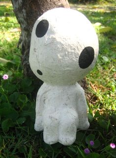 Awesome paper mache Kodama from Miyazaki's Princess Mononoke. Studio Ghibili makes some of this Hussy's favorite films.