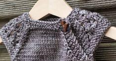 Nämä vauvan neuleet on niin suloisia. Ihania pikkuruisia jotka valmistuu silmän räpäyksessä. Sitten kun lankakin on maailman ihaninta,nii... Sweaters, Fashion, Moda, Fashion Styles, Sweater, Fashion Illustrations, Sweatshirts, Pullover Sweaters, Pullover