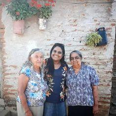 Na Fazenda Barra do São Pedro em Floresta/PE nossa querida Tia Argentina (Dina) Minha irmã @saraeeurico (Sarinha) e mamãe Luzia Pires Belfort. As flores do nosso jardim em meio a caatinga do sertão Pernambucano. Bjos nessas guerreiras de bom coração. Saudade de tia!  ______________________________________________ #nordeste #nordestina #nordestino #culturanordestina #brazil #brasil #instagood #instalove#riograndedonorte #paisagem #mandacaru #caatinga #Daquidonordeste #susent #pordosol…
