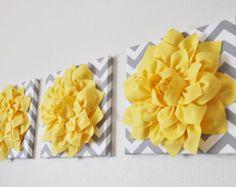 """Pared Hangings Home Decor - flores dalia amarilla en Chevron gris y blanco 12 x 12"""" lienzo pared arte Set - inauguración del regalo - amarillo infantil"""