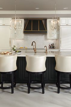 Captivating Small kitchen diy makeover tricks,Small kitchen cabinets glass and Kitchen island remodel cost tricks. Small Kitchen Diy, Kitchen And Bath, New Kitchen, Long Kitchen, Cheap Kitchen, Kitchen Ideas, Buy Kitchen Cabinets, Kitchen Cabinets Pictures, Dark Cabinets