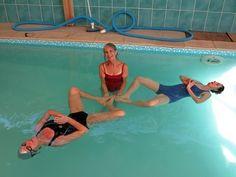 L'été est la saison parfaite pour retrouver contact avec l'eau et, pourquoi pas, pour s'offrir un stage de yoga dans l'eau ! Cette pratique offre la possibilité d'expérimenter nos sensations, d'apprendre à respirer, à flotter et à chercher notre équilibre.