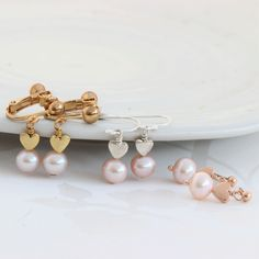 Pearl drop earrings with silver, rose gold or gold hearts. In pink, white or peacock pearls and fish hooks studs or clipon for non pierced ears Pink Pearl Necklace, Pearl Drop Earrings, Heart Earrings, Women's Earrings, Ear Jewelry, Dainty Jewelry, Gift Sets For Her, Or Rose, Rose Gold