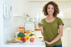 Abnehmen mit vollem Bauch: Das soll die Volumetrics-Diät ermöglichen. Dabei muss man auf die Energiedichte von Lebensmitteln achten. Infos & Regeln hier!