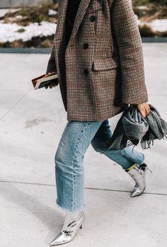 """Ne jamais sous-estimer la dimension """"exhausteur de goût"""" d'une paire de boots argentées..."""
