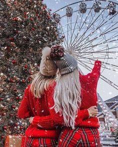 Cosy Christmas, Christmas Couple, Christmas Pictures, Christmas Time, Christmas Wreaths, Xmas, Christmas Ideas, Christmas Tumblr, Christmas Girls