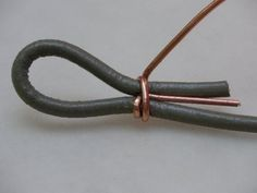 Tutorial on how to use wire to close a leather cord. #beading #tutorial by hester