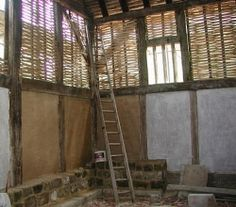 Build a wattle and daub house. Wattle And Daub, Bamboo House, Bamboo Wall, Weekend Cottages, Medieval, Japan Architecture, Long House, Natural Homes, Earth Homes