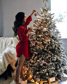 Ghost Of Christmas Past, Christmas Couple, Christmas Post, Cozy Christmas, Christmas Pictures, Xmas, Followers En Instagram, Tres Belle Photo, Holiday Party Outfit