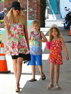 """Tori Spelling along with her children Stella and Liam, head to Tori's favorite """"Thai Massage"""" parlor for Mother's Day pampering."""