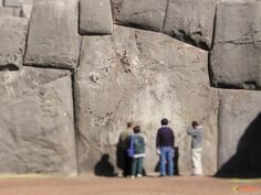 If ancient mankind had access to advanced technology thousands of years ago, wouldn't we find traces of such technology today? The structures at Sacsayhuaman, Ollantaytambo, Puma Punku and many oth… Ancient Ruins, Ancient Artifacts, Ancient History, Ancient Buildings, Ancient Architecture, Puma Punku, Inka, Mystery Of History, Prehistory
