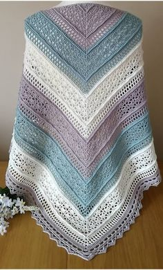 Crochet Patterns Easy and Cute FREE Crochet Shawl for beginner Ladies – Beauty Crochet Patterns! - Her Crochet Crochet Shawls And Wraps, Crochet Poncho, Crochet Scarves, Crochet Clothes, Crochet Lace, Free Crochet, Easy Crochet Patterns, Crochet Stitches, Knitting Patterns