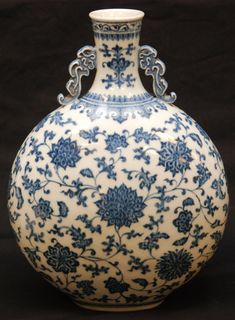 Chinese Porcelain Moon Flask Vase. 17th c.