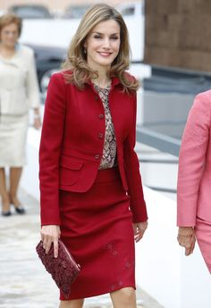 Queen Letizia visited Portugal Queen Letizia of Spain attends the closing ceremony of the Ibero American Meeting of Rare Diseases in Moita, Portugal. Princess Letizia, Queen Letizia, Office Fashion, Work Fashion, Fashion Clothes, Business Attire, Business Women, Corporate Attire, Style Hollywoodien
