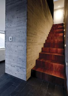 massive concrete wall with formwork impressions, next to wooden stairs Concrete Wood, Concrete Design, Decoration Inspiration, Interior Inspiration, Exterior Design, Interior And Exterior, Architecture Design, Building Architecture, Stair Steps