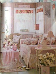 Shabby chic style living room. #pink #shabby #rose