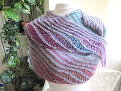 châle écharpe multicolore mauve et vert en laine tricoté main : Echarpe, foulard, cravate par ysabi