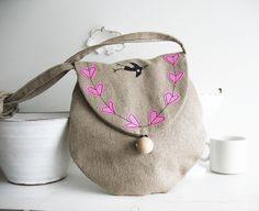 Linen purse with hearts by syko Kajsa, via Flickr