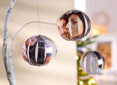 Ganz individueller Schmuck am Weihnachtsbaum? Michaela von Hello Mime hat da eine spannende Idee für euch: Die Foto-Weihnachtskugeln.