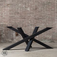 Twist table leg, middle leg for elongated table tops. The dimensional model gives the table a special twist a