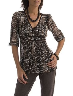 Fresca y moderna. Jewelry Patterns, Sewing Patterns, Diy Shorts, Modelos Fashion, Flower Prints, Comfy Shoes, Plus Fashion, Womens Fashion, Rompers